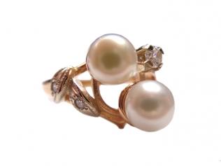 Золотое кольцо з жемчугом