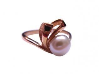 Золотое кольцо с жемчугом -