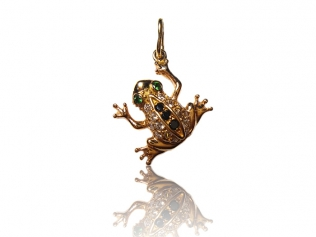 Золотой кулон лягушка