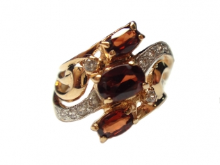 Золотое кольцо с гранатом -