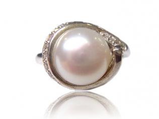 Серебряное кольцо с жемчугом -