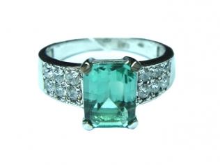 Серебряное кольцо с празеолитом